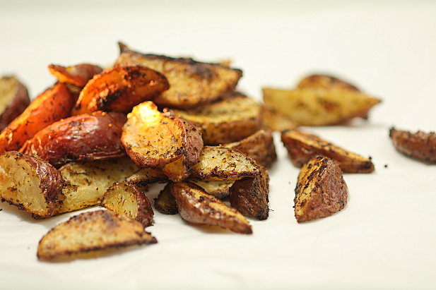 Crispy herb roasted potato wedges