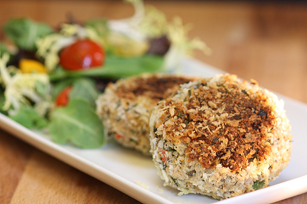 Friday Favorites: Crispy Herbed Salmon Cakes